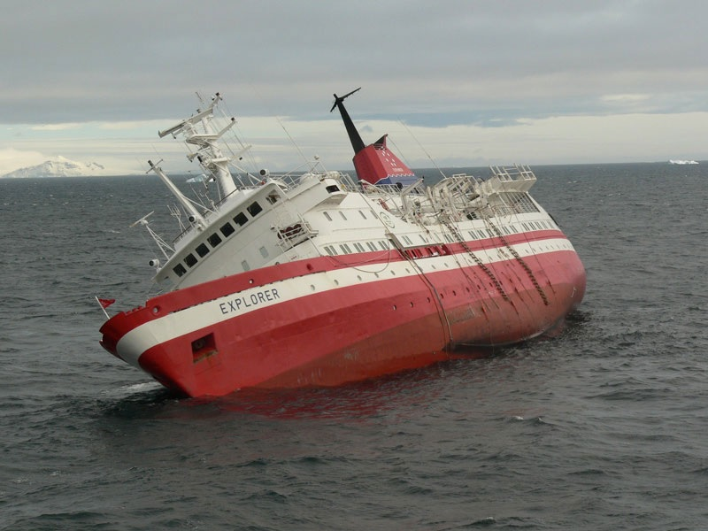 Passengers Ok After Vessel Sinks In Manistee My 1043